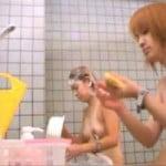 【風呂盗撮】女盗撮師だから出来た超接近盗撮 日焼跡がクッキリ付いてるギャル