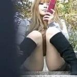 【パンチラ盗撮】ミニスカロングブーツでM字開脚ギャル 足の付け根に浮かび上がったマンスジ
