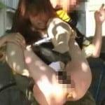【大便盗撮】酷過ぎワロタwww排泄中の女性を無理矢理持ち上げて暴れる痴漢集団wwww【悪戯盗撮】