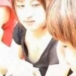 【胸チラ隠撮】可愛いギャルの貧乳乳首チラ