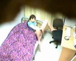 【オナニー隠撮】家庭内隠撮 エロビガン見しながらオナる妹を隠し撮りwwww