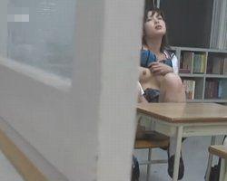 【オナニー隠撮】教室で、通学路でオナニー中の女子校生