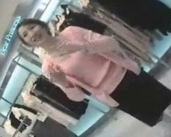 【胸チラ隠撮】8万円の値段が付いた美人ショップ店員の乳首隠し撮り映像
