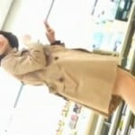 【パンチラ隠撮】某レンタルショップ店内 商品棚を利用してパンチラ隠し撮り