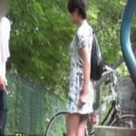 【小便隠撮】「ねぇ、何してんの!?」野ション中の女性、通行人にバレて問い詰められててワロタwww