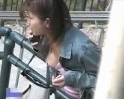 【胸チラ隠撮】街中で遭遇した爆乳に近い巨乳おっぱいのポ□リハプニング