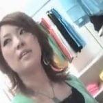 【胸チラ隠撮】Hamans World⑤ 店員さんの胸チラ撮影中に乳首まで撮れちゃった!