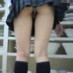 【パンチラ隠撮】ミニスカJKのパンツから大量のマン毛が…