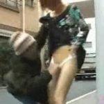 【悪戯隠撮】神出鬼没!街行く女性のパンツをめくって逃走!【痴漢隠撮】