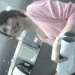 【胸チラ隠撮】ピンクがカワイイ超美形店員さんのプックリ乳首