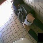 【オナニー隠撮】女子トイレ隠し撮り 声を押し殺してオナってた女子校生