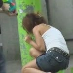 【悪戯隠撮】街行く女性に水鉄砲シューティングでドッキリ!【パンチラ隠撮】