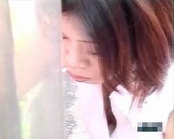 【胸チラ隠撮】微妙にブラジャー浮いてる乳首をゲット