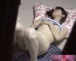 【オナニー隠撮】民家オナニー 電動歯ブラシで乳首とオマンコをシゴく女性