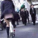 【パンチラ隠撮】風の悪戯 強風の中チャリンコ通学中のJK