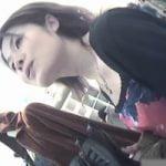 【胸チラ隠撮】美乳ショップ店員のプックリ乳首