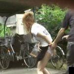 【悪戯隠撮】路上で堂々とスカートを切り裂かれ呆然となるお姉さん達がエロスw【痴漢隠撮】