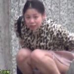 【小便隠撮】野ション中の女性に遭遇した盗撮師www