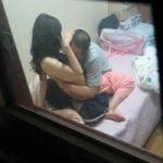 【SEX隠撮】いつもカーテン開けっ放しでパコるカップルが部屋から丸見えwwww