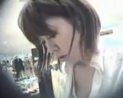 【胸チラ隠撮】なぜか見てしまう胸ちら-014 あり得ないレベルで乳首が見えてしまうショップ店員www