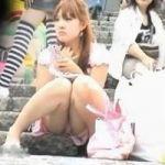【パンチラ隠撮】透兵衛 パンツミセタガリーガール 黒パンもいいがカラフル水玉もいい