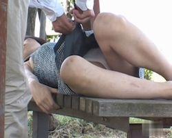 【悪戯隠撮】居眠り娘の服をチョキチョキ 9 寝ている女性のオマンコに指ズッポwwwww【痴漢隠撮】