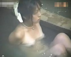 【風呂隠撮】露天風呂隠し撮り 乳輪の形がエロいお姉さんwww