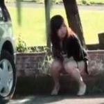 【小便隠撮】他人に見られた野ション まさかの通行人登場でテンパる女性wwww