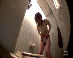 【悪戯隠撮】いたずらトイレ 便座のフタを強力接着剤で固定してみた結果wwwww その4【小便隠撮】
