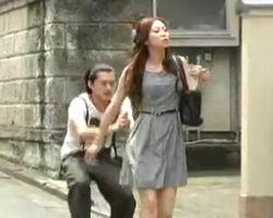 【悪戯隠撮】一撃必殺!街行く女性にカンチョーDASH