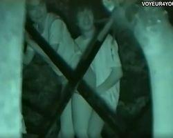 【青姦隠撮】深夜のハイテンション青姦カップル カメラの方を向いてニッコリ☆