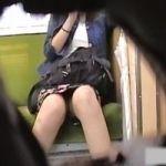 【パンチラ隠撮】電車内パンチラ