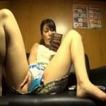 【オナニー隠撮】スマホのエロ動画に触発された女性がクチュクチュオマンコシゴき
