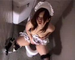 【オナニー隠撮】駅ビルトイレ隠し撮り 仕事を抜けてオナるメイドコス店員