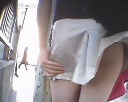【パンチラ隠撮】強風の日にわざわざミニスカで街に繰り出した女の末路www