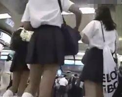【パンチラ隠撮】女子校生好きの撮影者が徹底尾行で執念のパンチラ隠し撮り