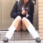 【パンチラ隠撮】女子校生食い込みパンチラ はみ出る剛毛に浸食されたパンツ
