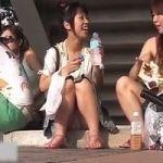 【パンチラ隠撮】イベント会場パンチラ がっつりパンツ見せながらみんな良い笑顔www