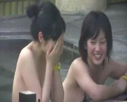 【風呂隠撮】仲良し露天風呂 可愛い顔して意外と剛毛♪