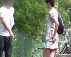 【小便隠撮】オシッコしたいのにトイレがない!野外緊急排泄中に女性を襲った不幸www