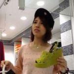 【パンチラ隠撮】人懐っこいS級美人ショップ店員と楽しく会話している隙にこっそりパンツを撮影