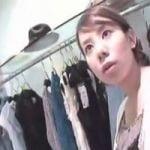 【胸チラ隠撮】頻繁に前屈みになるショップ店員の乳首を乱獲 靴の試着+胸ちらは鉄板の組み合わせ