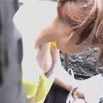 【胸チラ隠撮】街角乳首隠し撮り 女性の胸元に出来る一瞬のチャンスをカメラ小僧は絶対に見逃さない!