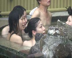 【風呂隠撮】露天風呂で仲良し女子会