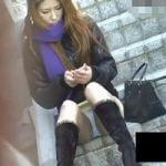 【パンチラ隠撮】全身キメコーデのお姉さんですが、残念なほどに股間がガバガバですw