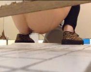 【小便隠撮】隠し撮り犯のヤバ過ぎる執念… 大学女子トイレに一日中籠って撮り貯めたJDたちの排泄風景