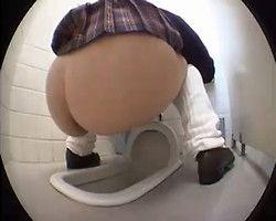 【小便隠撮】ゲーセントイレ隠し撮り ルーズソックスJKの可愛い桃尻から放たれる汚物