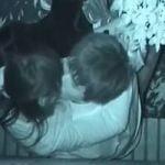 【青姦隠撮】深夜の公園でイチャつくカップルを真上から覗き見 めっちゃオマンコシゴいてるw