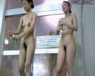 【脱衣隠撮】女盗撮師が行く!お風呂セットに隠しカメラを仕込んで潜入撮!