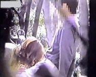 【青姦隠撮】ガチもの!雑木林でヤッてるカップル まさかの遭遇にテンパった撮影者の手ブレ半端ないwww
